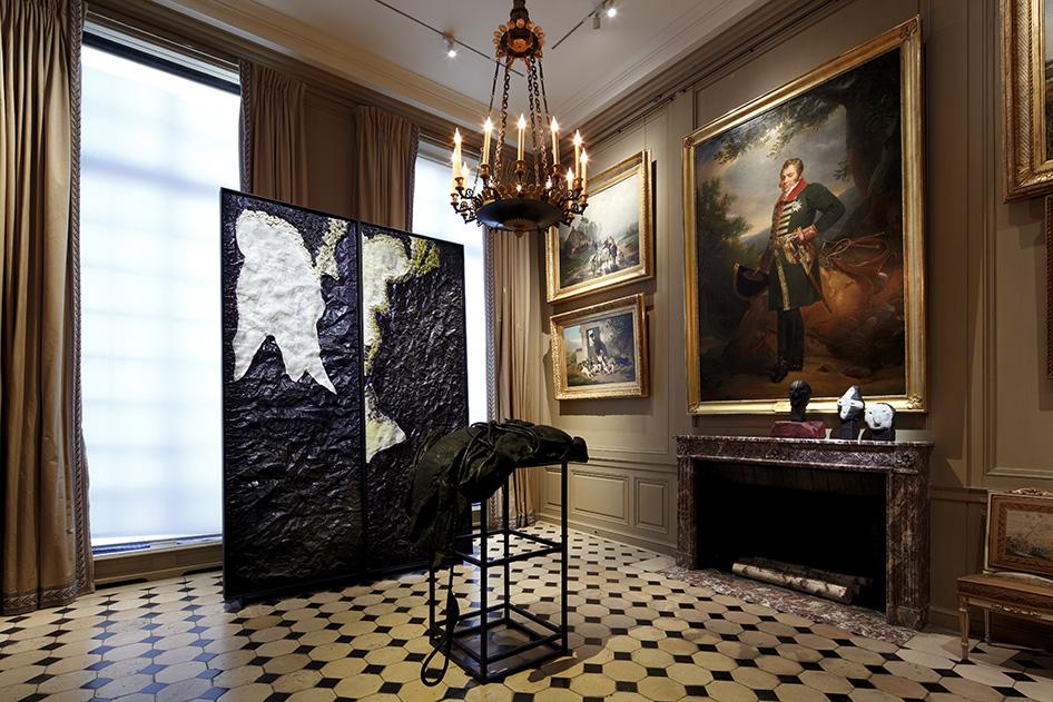 Tierra del fuego, une œuvre montrant les objets enfouis révélés par la fonte des glaciers.
