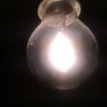 Photo d'une ampoule vue de près.