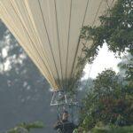 Bruno Corbara en Guyane naviguant dans la bulle des cimes.
