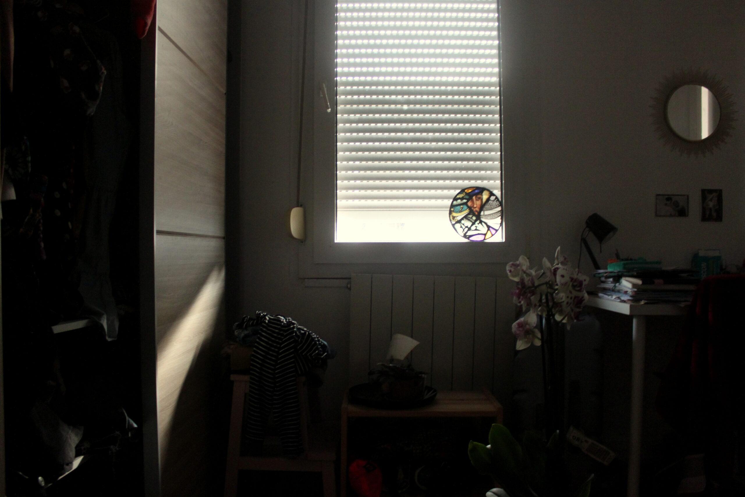 Dernier jour. La même vue depuis le lit. Cette fois-ci la pièce est un peu plus lumineuse.