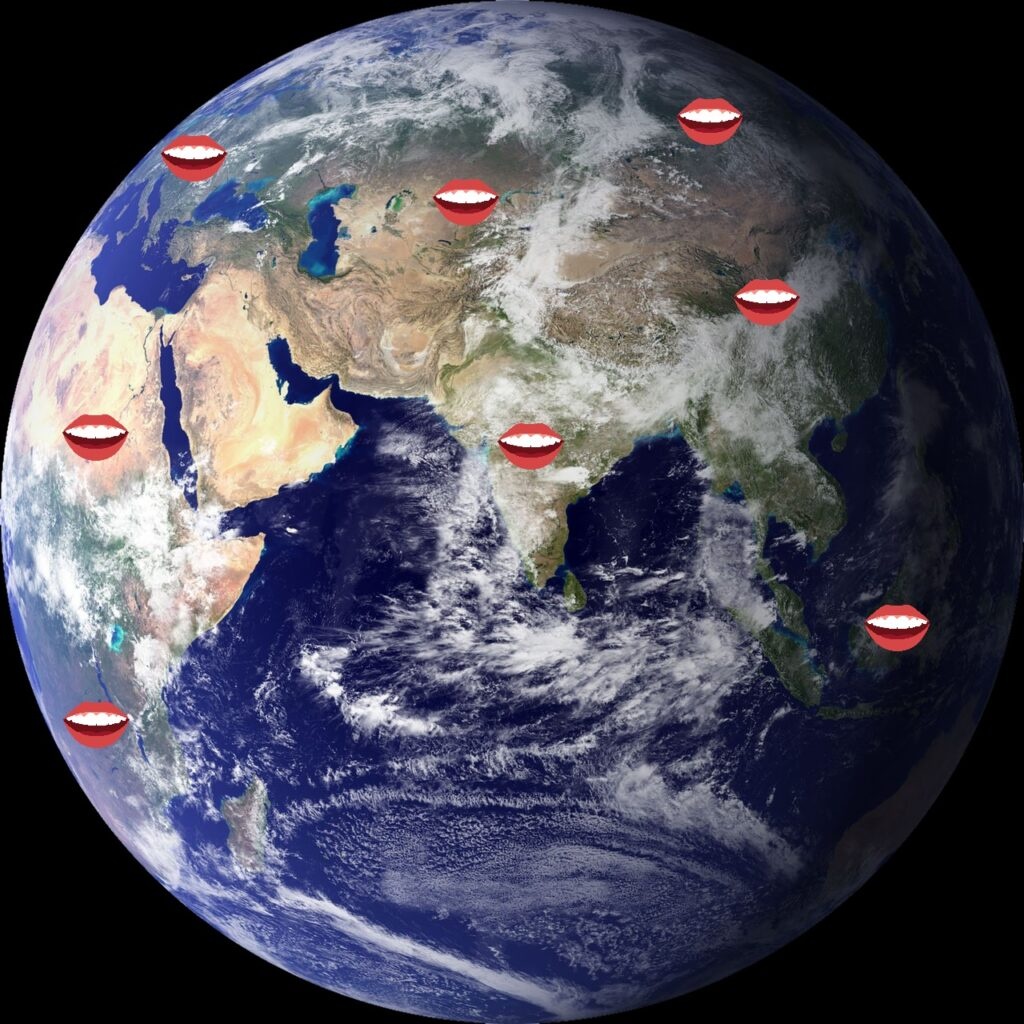 Image de la planète Terre centrée sur l'Inde et avec de multiples bouches la recouvrant. Chacune signifiant une langue employée.