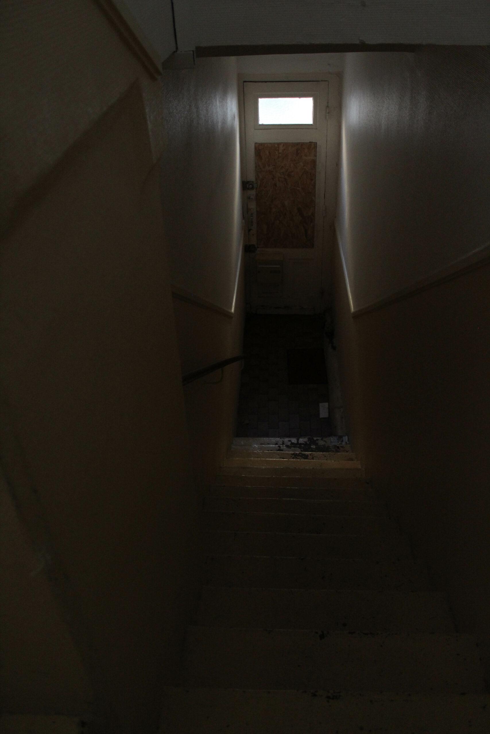 Escalier sombre.