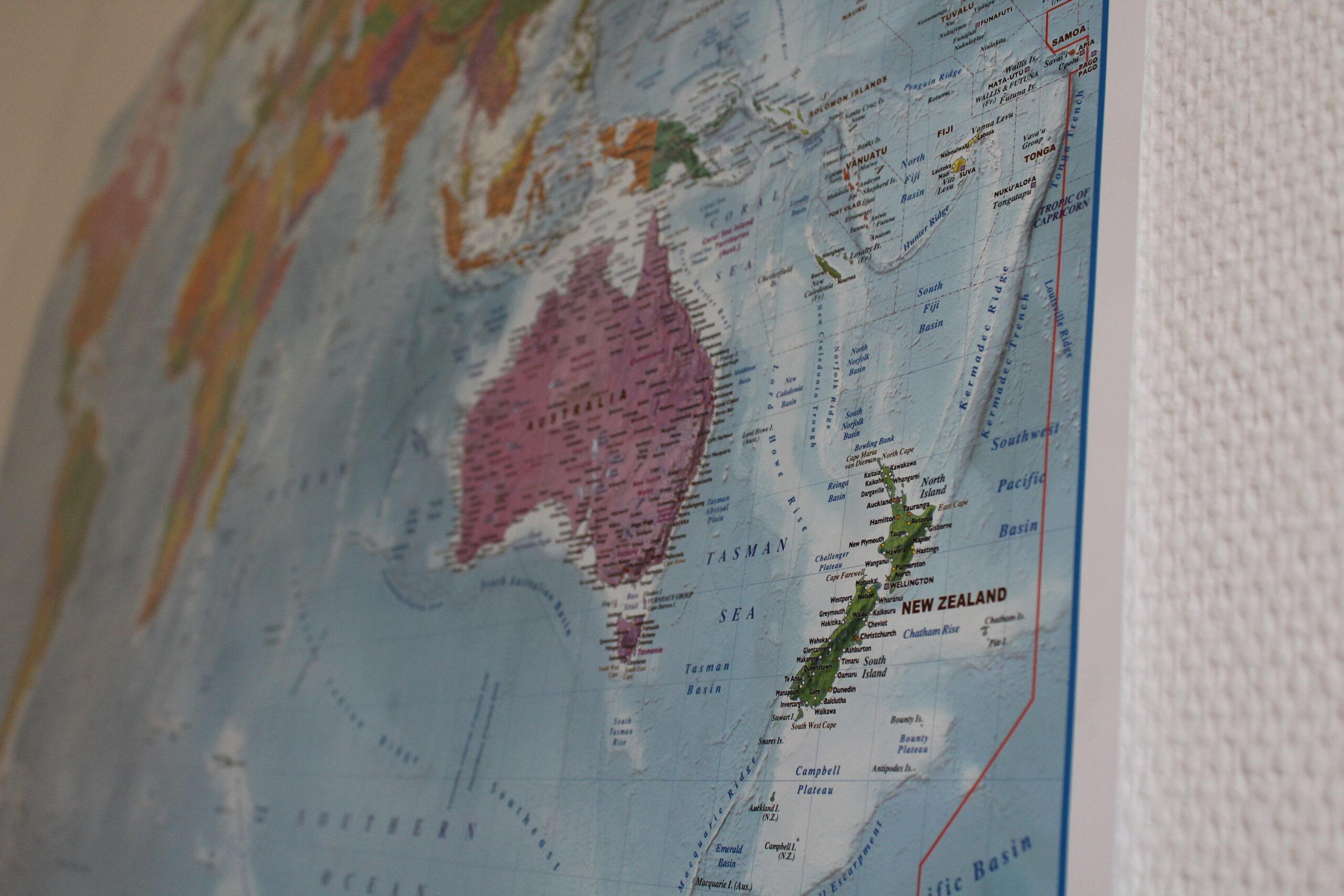 Carte du monde prise dans un certain angle pour que la focale soit faite sur la Nouvelle-Zélande.